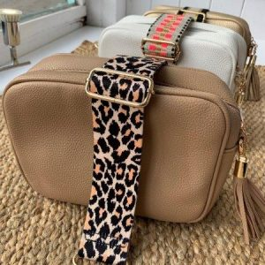 Bag strap in neutral leopard