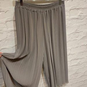 Crepe pleated cropped palazzo trousers in mocha