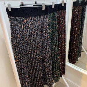 Leopard pleated midi skirts