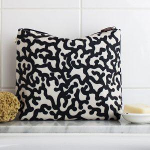 Black & white coral reef tall wash bag
